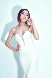 Huỳnh Thúy Anh làm quý cô sang chảnh